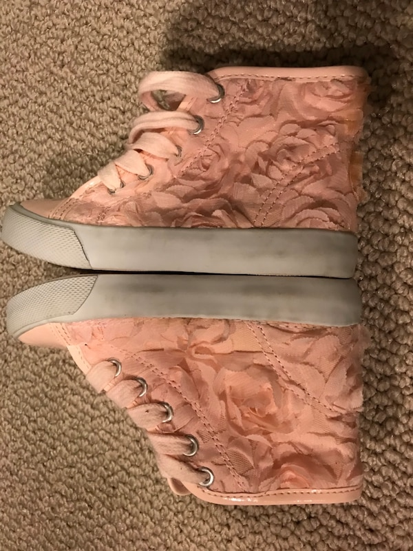 Used pair of brown leather low-top sneakers for sale in Mahwah - letgo 689aef1d9