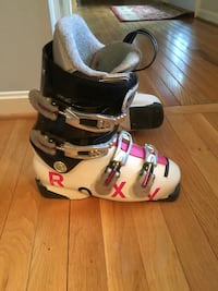 Roxy women's ski boots size 24.5 (us 7.5) gently used (probably about 30 times) left boot needs new foot bed insert. $40 or best offer. Alexandria, 22309