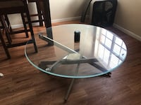 Round glass top table with black metal base San Marcos, 78666