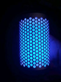 Bluetooth canzglo speaker. Worth 50 new, no problems, can test it
