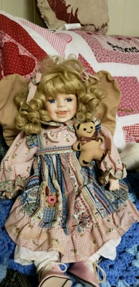Porcelain doll Hagerstown, 21740