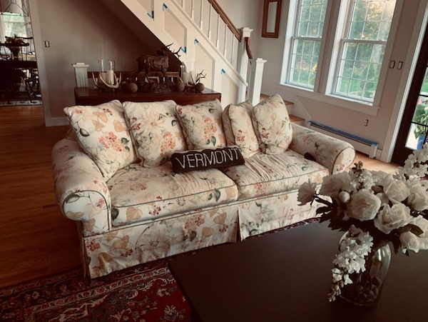 Beautiful living room set for sale