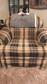 brown and navy blue plaid sofa chair West Baraboo, 53913