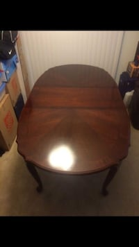 Cherry oakwood dining table Pasadena, 21122