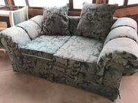 Black and green floral fabric loveseat El Paso, 79936