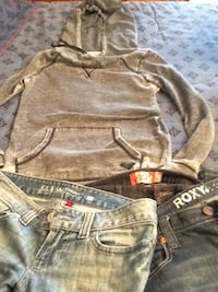 3 jeans: Guess, Roxy, Matix, seize 7, 27. Plus Roxy sweater x-small.+ 5 tops and belt. Vaudreuil-Dorion, J7V 2T9