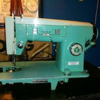 VINTAGE SEWING MACHINE IN WORKING CONDITION  St. Catharines