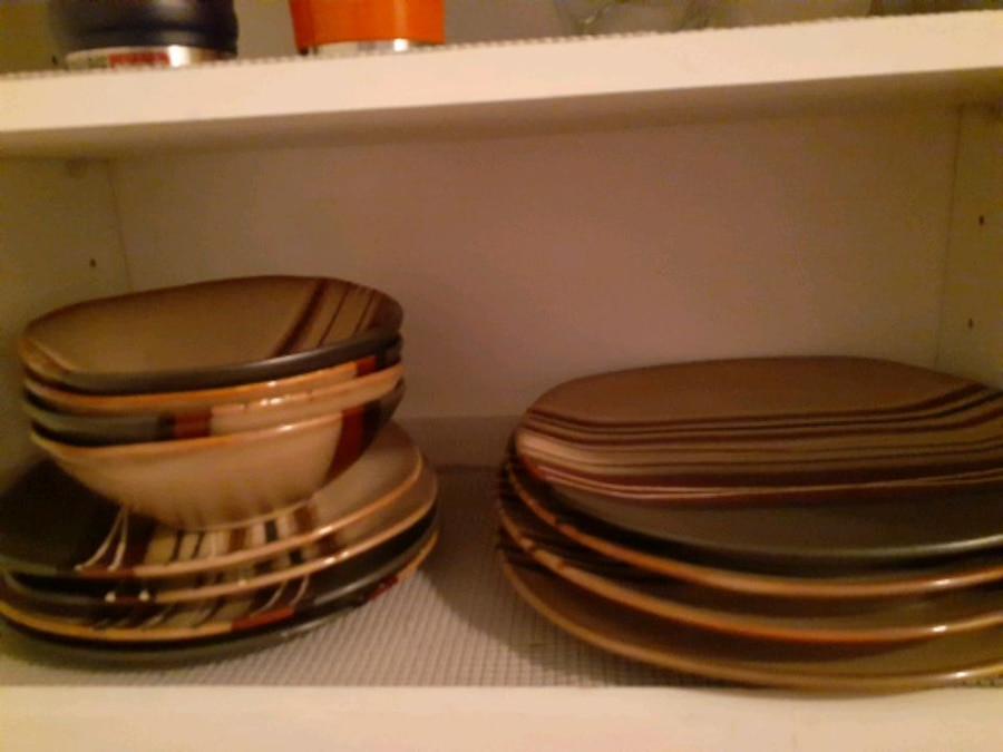 Photo Better homes brown striped plate set with pioneer woman 3 mixing bowl