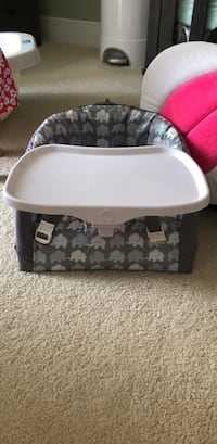 Boppy seat and tray - never used Alexandria, 22301