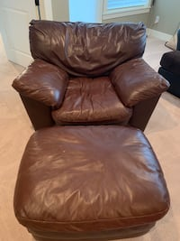 brown leather tufted sofa chair Vancouver, 98685
