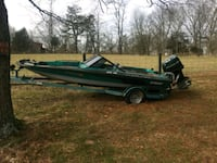 black and green sprint 18ft boat 367 mi