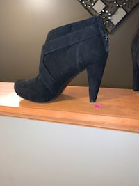 Guess black boots 9.5