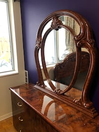 ITALIAN WOOD DRESSER/DRAWER WITH MIRROR Toronto, M5R 2S9
