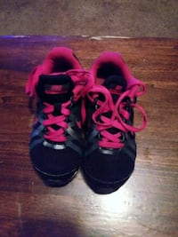 Pink and black nike shox  Conway, 72034