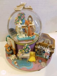 Disney Aristocats Musical Snow globe (rare)