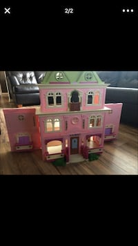pink, white, and green plastic toy house screenshot