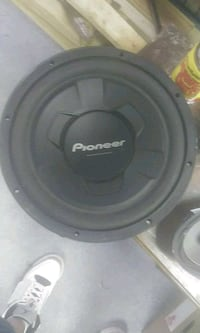 "Pioneer 12"" speaker n come with 6×9s Downingtown, 19335"