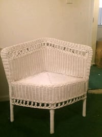 white wicker 3-tier rack 663 mi