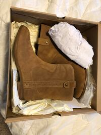 pair of brown suede boots with box 2292 mi