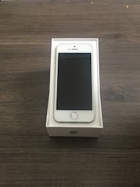 iPhone SE great condition unlocked Coquitlam, V3B