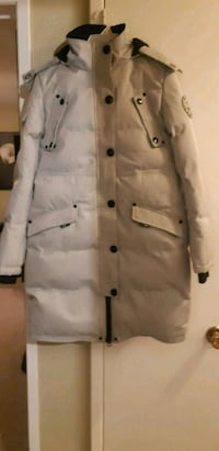 white/greyish winter goose jacket