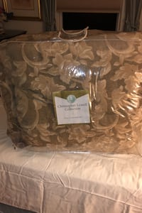 Heavy comforter set with 2 valance 2 sham bed shirt new never used  Revere, 02151