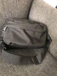 canvas zippered fanny pack (lightly used) Toronto, M5V 3Y5