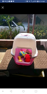 Small dog house doesnt inlcude toys Santa Ana, 92704