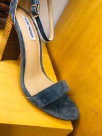 Unpaired gray and black peep toe pumps Norcross, 30093