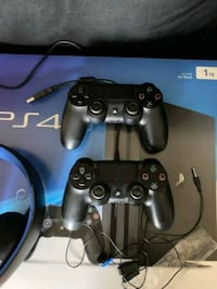 Selling my PlayStation 4 Pro 1tb edition. I just don't have time to ga Brooklyn, 11216
