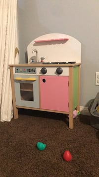 white and pink wooden kitchen playset Riverside, 92507