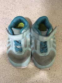 pair of gray-and-blue running shoes Calgary, T2N 4K3