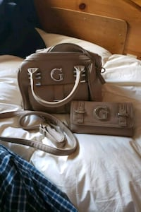Guess purse and wallet Calgary, T2M 0Y4