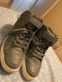 Pair of grey fifa low-top sneakers Fort Myers, 33919