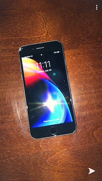 IPhone 8 (Cracked but works like new) Vaughan, L4L 4B7