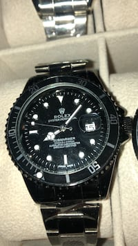 round black Rolex analog watch with link bracelet 551 km
