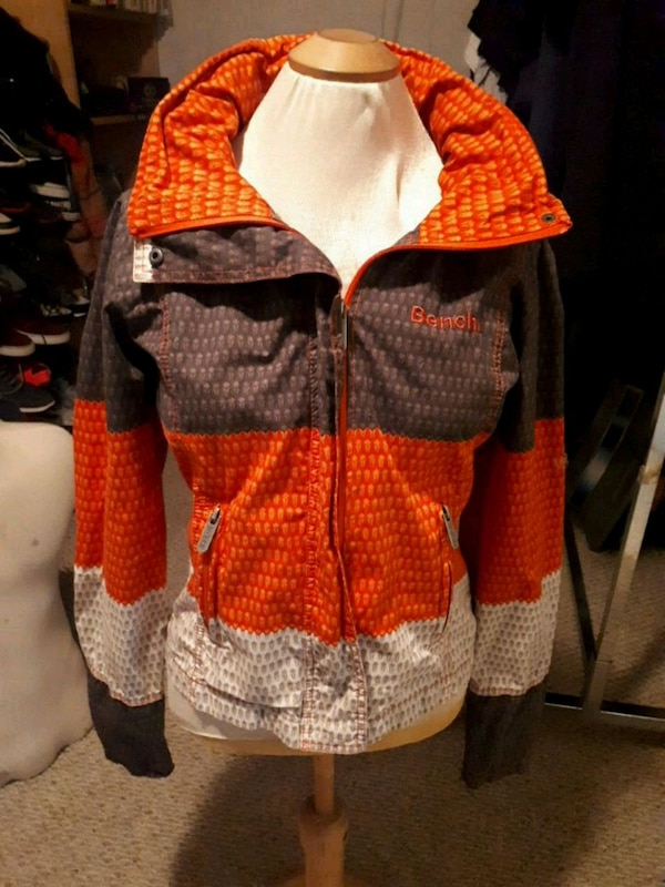 Bench jacket size M 87adfbfe-bd80-450a-bea0-30600835097c