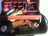 FISHING BOX WITH 15 ANTIQUE LURES AND ACCESSORIES Mesa, 85204