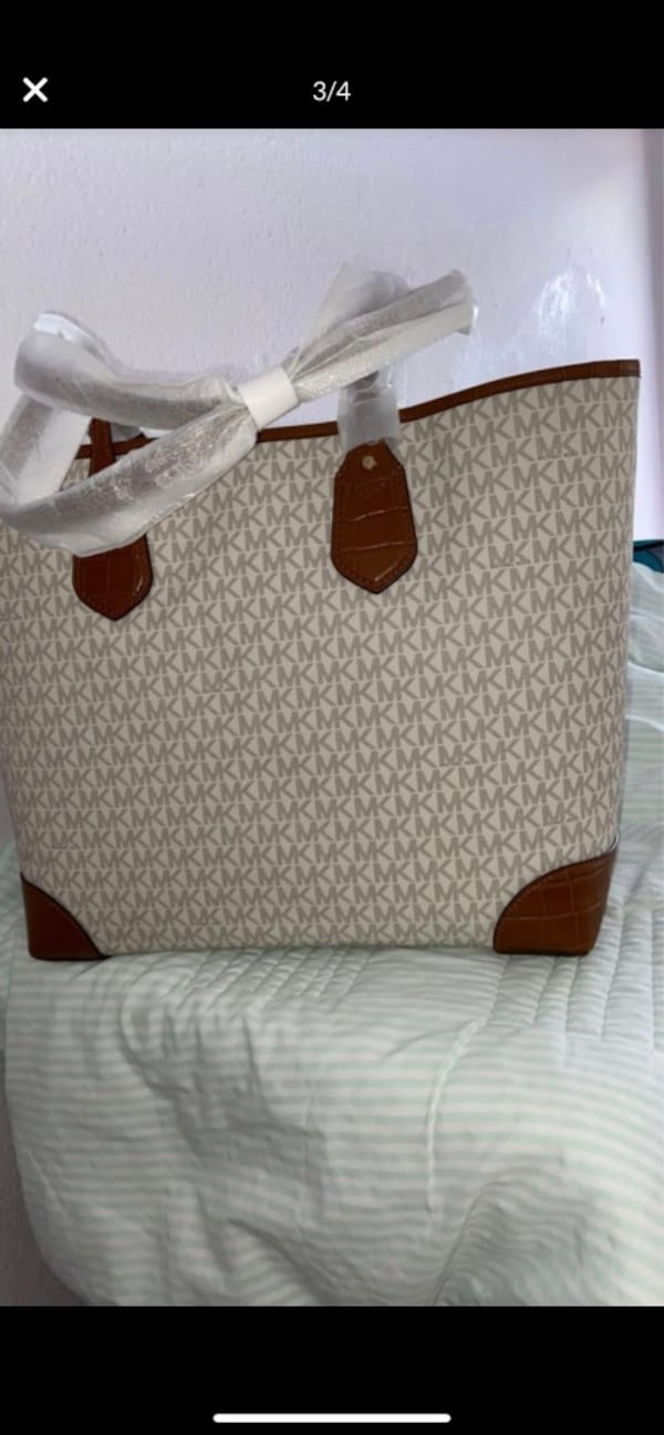 New Authentic Michael Kors Large Tote 6ca01969-204b-4c23-a9f4-92836cafbec5