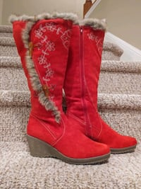 NEW Women's Size 8 RED Floral BOOTS [Retail $129] Full Side Zipper Woodbridge, 22193
