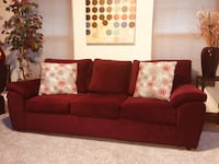 Nice Maroon Comfy Couch (Free Curbside Delivery if close to the Largo area ONLY) Price Firm Not Negotiable  Bowie, 20721