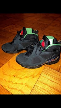 air raid 8s size 8 Riverdale Park, 20737