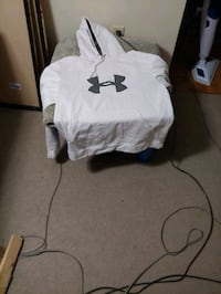 Under Armour men's XL white hoody