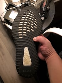 """Yeezy Boost 350 VS """"Green"""" SIZE 10.5 Whitchurch-Stouffville, L4A 0S1"""