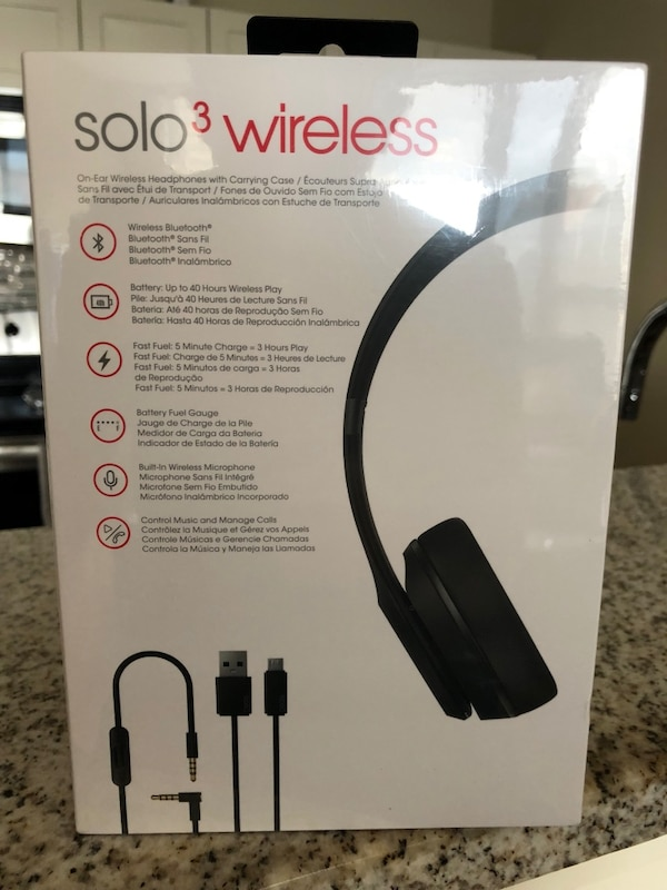New Beats Solo 3 headphones  d74df084-7476-4002-8f1f-607522986487
