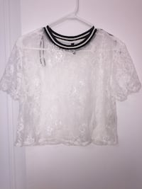 white lace t-shirt from H&M (Size Small) Montréal