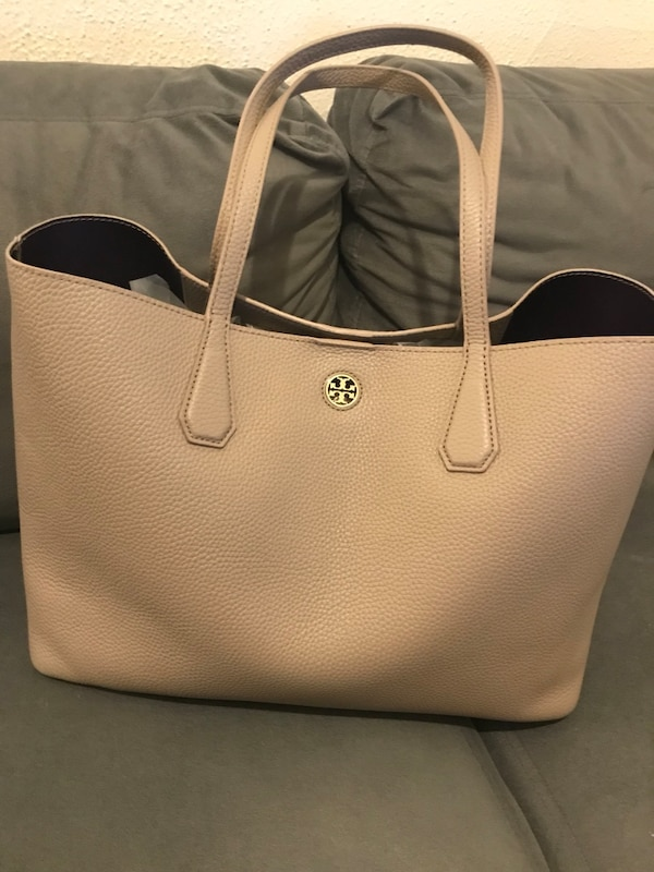 747bdbcd326 Used Authentic Tory Burch Perry Leather Tote for sale in Montréal - letgo