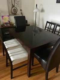 Table extensible with 6 chairs