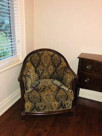 brown wooden framed floral padded armchair 米西索加, L5G 2R2