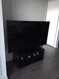 "Smart 58"" LED Samsung TV, damaged screen selling for parts or repair. Toronto, M6H 0C3"